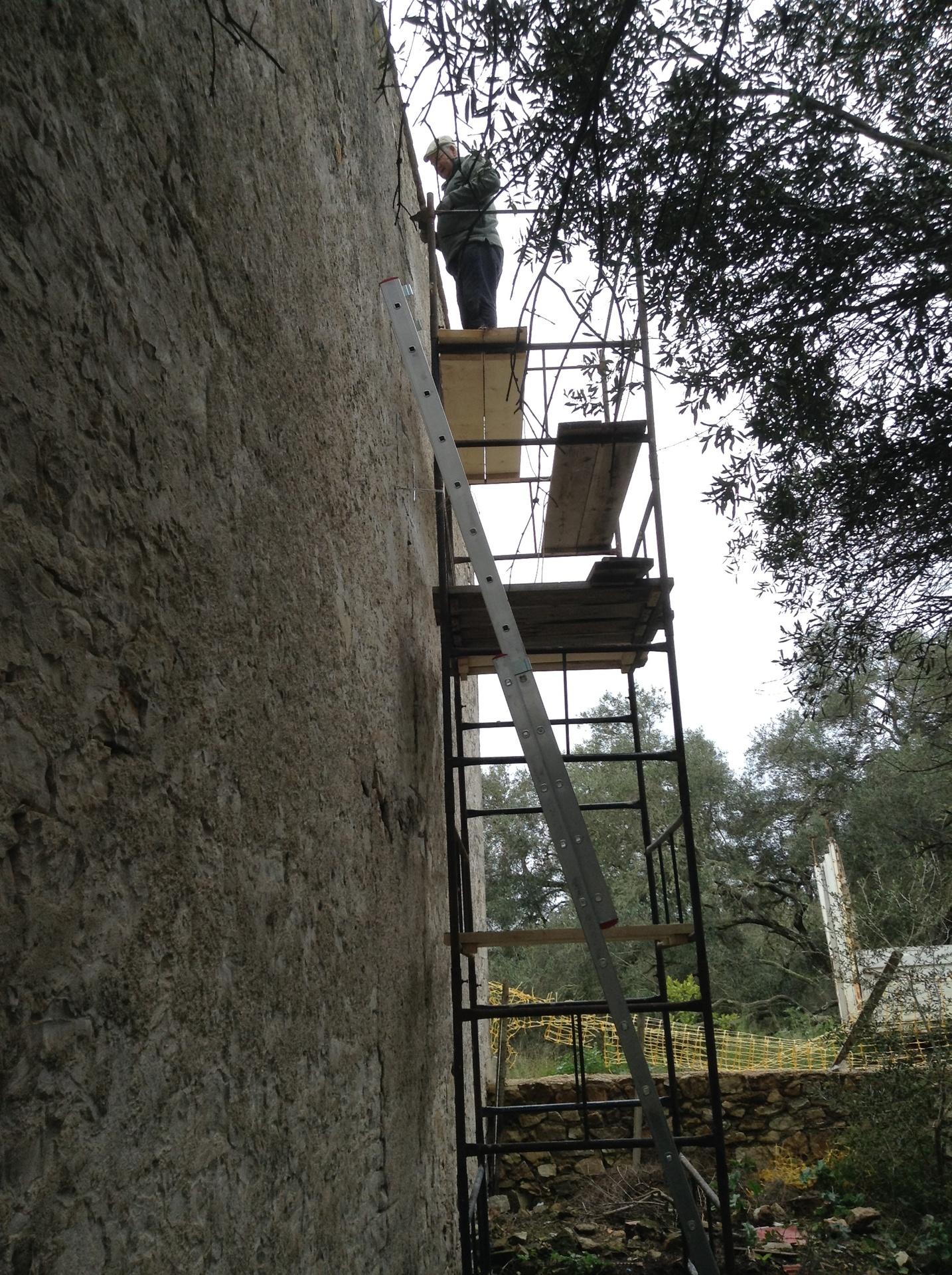 Rod on the scaffold tower